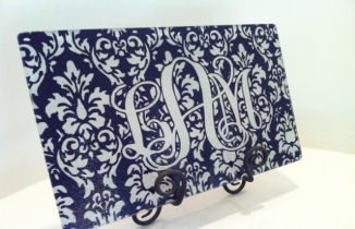 Monogrammed/Personalized tempered glass cutting board - Damask - Eggplant color combination